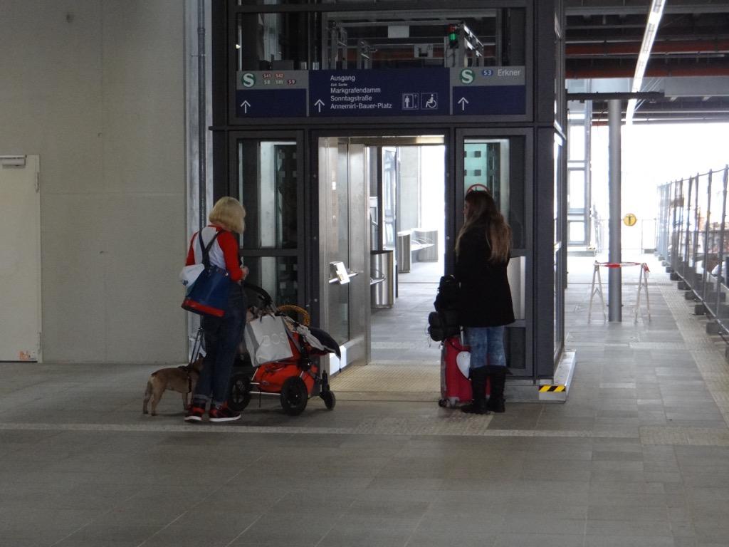 Aufzug Bahnsteig D