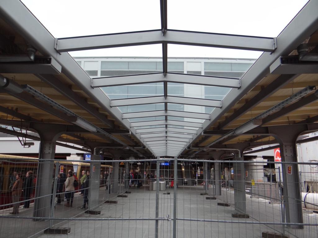 Glasdach Bahnsteig D