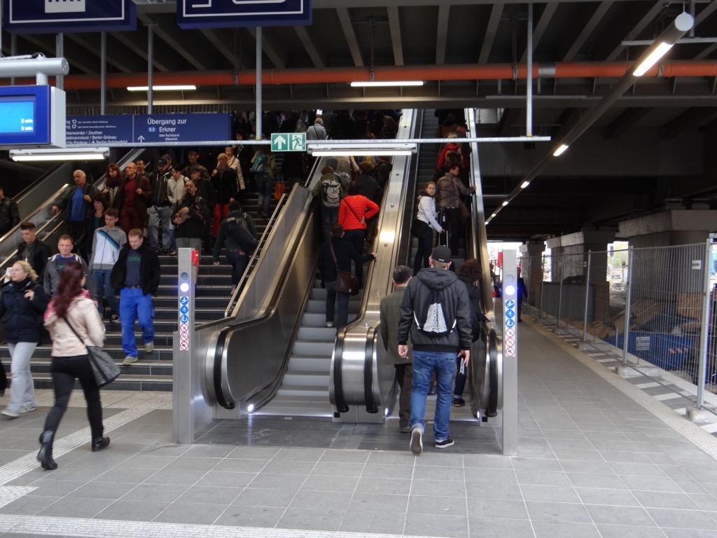 Rolltreppe Bahnsteig D