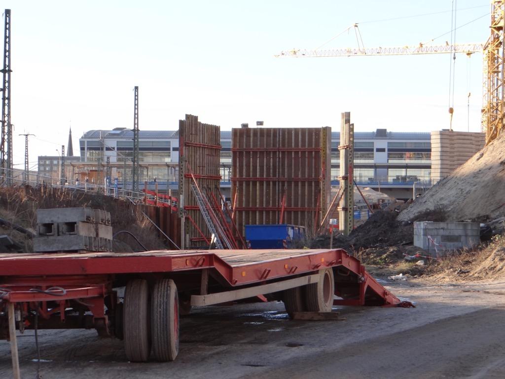 Für die Brücke der S3 entsteht das erste Widerlager