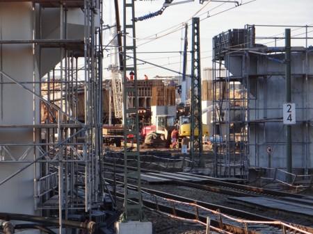 Die Betonbogenbrücke wächst weiter