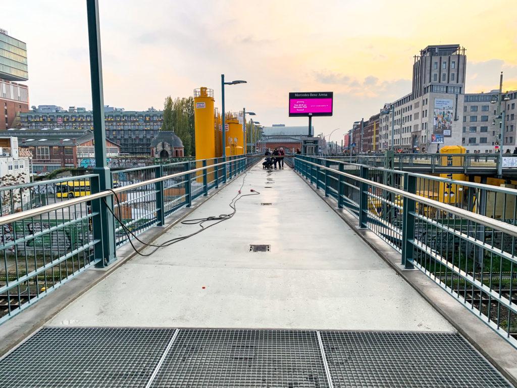 Die Fertigstellung der Fußgängerbrücke Warschauer Straße soll noch im Jahr 2019 erfolgen.