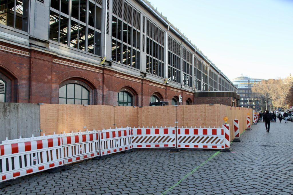 Die Nordfassade am Berliner Ostbahnhof