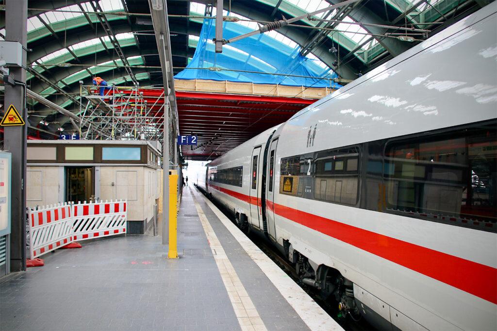 ICE am Gleis 2 im Berliner Ostbahnhof